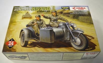 1:24 Dt. Motorrad Zündapp KS750/Seiten. Carson 1024004 501024004