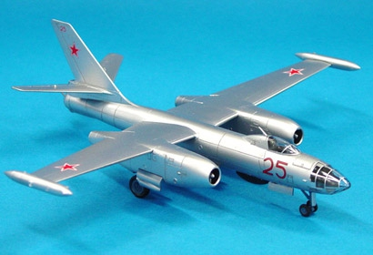 ILYUSHIN IL-28 Beagle 1/100 Tamiya 61601
