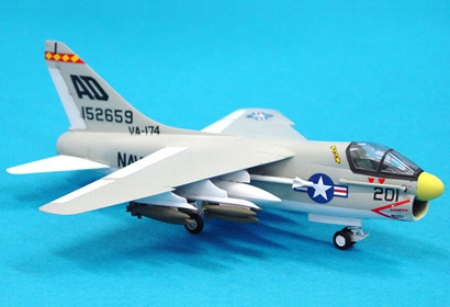 L.T.V A-7A Corsair II 1/100 Tamiya 61607